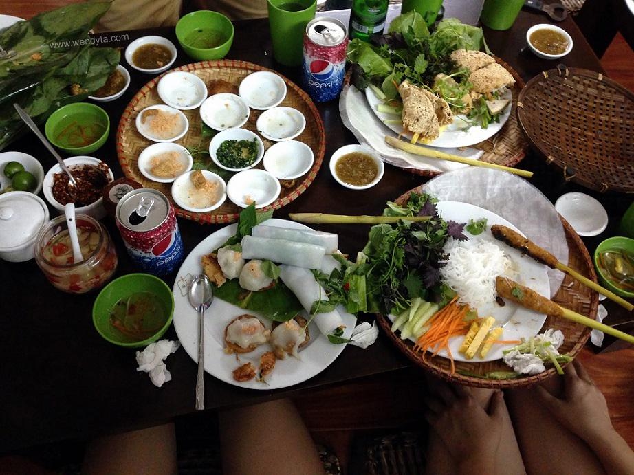 Rice Paper Rolls & Rice Flour Cakes at Nét Huế